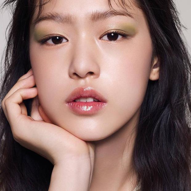Mẫu Hàn 16 tuổi bỗng thành hiện tượng mạng vì đẹp lạ và cười giống hệt Sulli - Ảnh 9.
